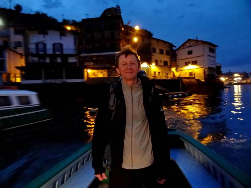 через реку на лодке